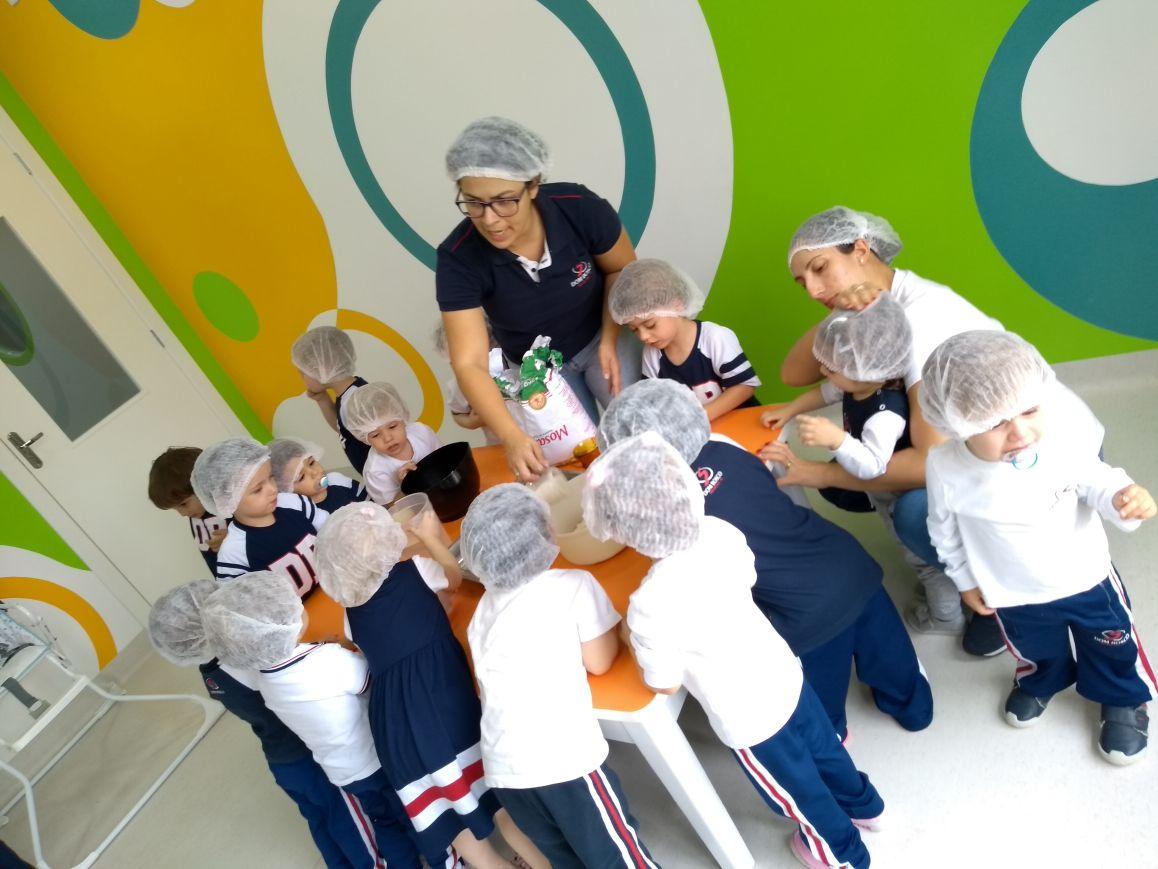 Maternal faz bolo para festejar o aniversário de RIO DO SUL