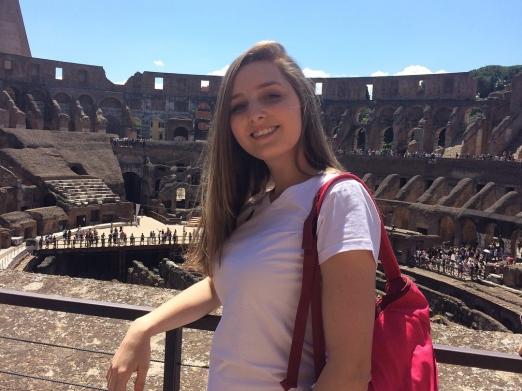 Ex-aluna faz intercâmbio em Portugal
