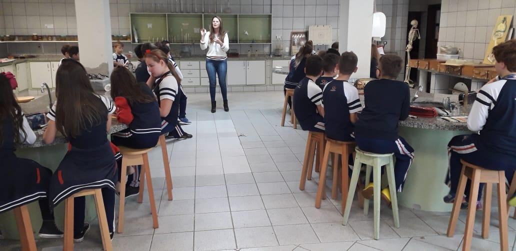 Aulas de laboratório para o desenvolvimento de habilidades e competências